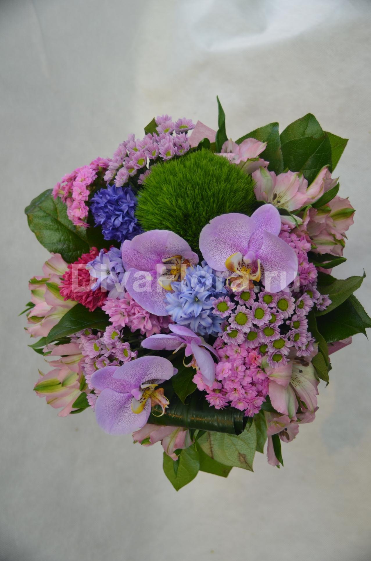 Голубые букет из хризантем и гвоздик фото